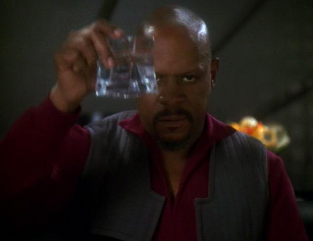 Benjamin_Sisko_toasts_the_good_guys
